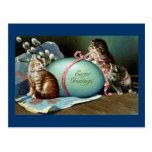 Tres gatos y huevo de Pascua azul grande Postal