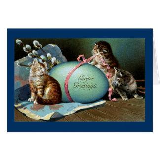 Tres gatos y huevo de Pascua azul grande Tarjeta