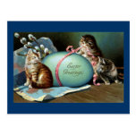 Tres gatos y huevo de Pascua azul grande Tarjeta Postal