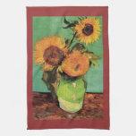 Tres girasoles en un florero de Van Gogh Toalla De Mano