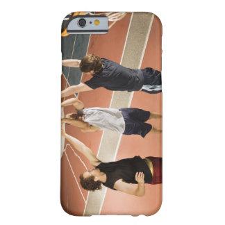 tres hombres en jugar atlético de la ropa funda barely there iPhone 6