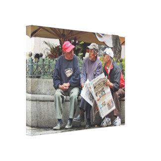 Tres hombres que hablan en Cuenca Lienzo Envuelto Para Galerías