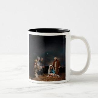 Tres hombres sabios en la natividad taza