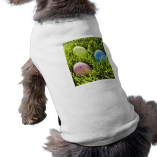 Tres huevos pintados camisetas de perro