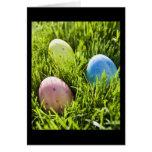 Tres huevos pintados felicitación