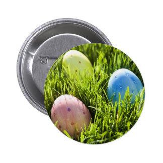 Tres huevos pintados pin