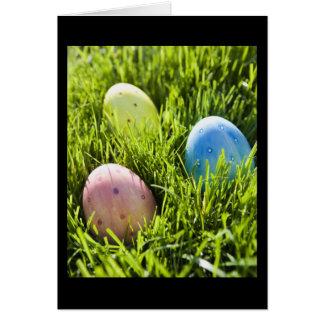 Tres huevos pintados tarjeta de felicitación