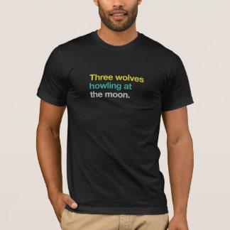 Tres lobos que gritan en la luna playera
