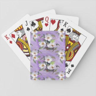 Tres magnolias blancas en un fondo de la lavanda baraja de póquer