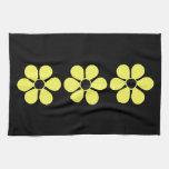 Tres margaritas amarillas artsy toallas de cocina