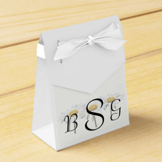 Tres margaritas en productos de un boda de la fila caja para regalo de boda