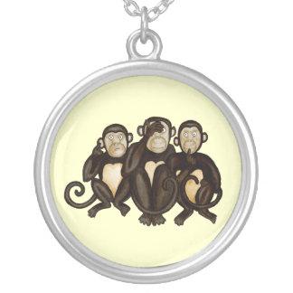 Tres monos sabios colgante redondo