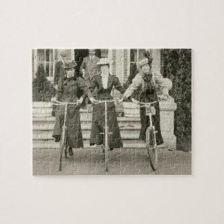 Tres mujeres en las bicicletas, 1900s tempranos (f puzzle