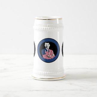 Tres Obamas con los juegos de la bandera americana Jarra De Cerveza