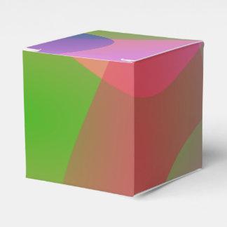Tres objetos abstractos en un fondo de la lavanda cajas para regalos