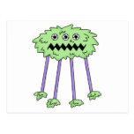 tres observaron al monstruo peludo verde tonto postal