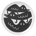 Tres pájaros negros platos