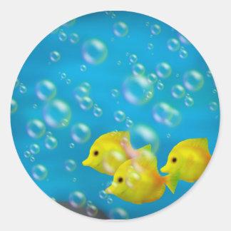 Tres pegatinas amarillos de los pescados pegatina redonda