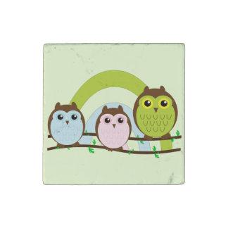 Tres pequeños búhos imán de piedra