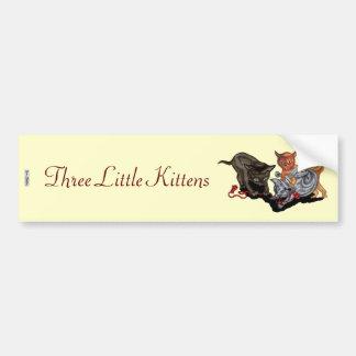 Tres pequeños gatitos etiqueta de parachoque