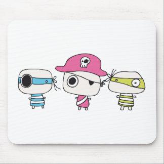 Tres piratas van en colores pastel alfombrillas de ratón