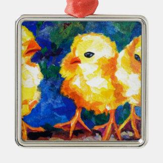 Tres polluelos profundamente en la conversación adorno navideño cuadrado de metal