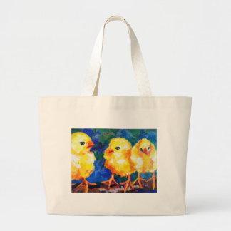 Tres polluelos profundamente en la conversación bolsas de mano