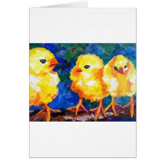 Tres polluelos profundamente en la conversación felicitaciones