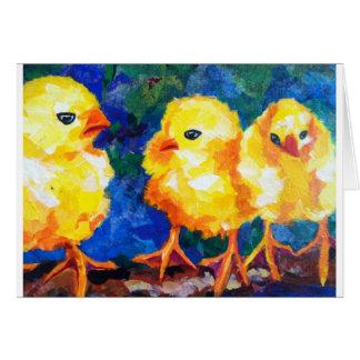 Tres polluelos profundamente en la conversación tarjeton