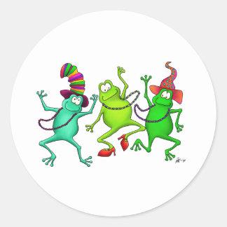 Tres ranas de baile pegatina redonda