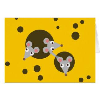 Tres ratones juguetones en tarjeta de felicitación