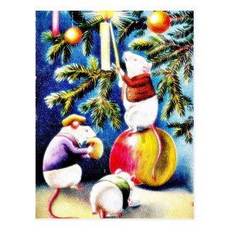 Tres ratones que juegan con los regalos en el tre  postales