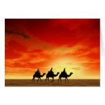 Tres reyes y puesta del sol roja tarjeta