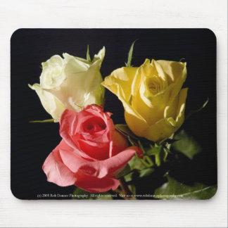 Tres rosas alfombrillas de ratones
