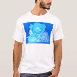 Tres rosas, color azul invertido que brilla playera