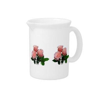 Tres rosas rosas claros jarra