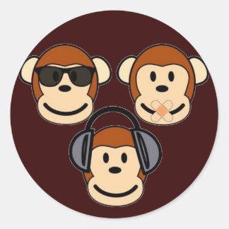 Tres sabios y monos enrrollados pegatina redonda