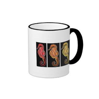 Tres Seahorses tribales en placas negras Taza De Café