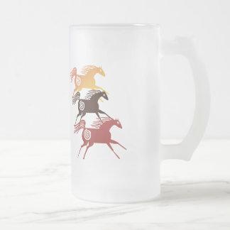 Tres tazas antiguas de los caballos