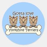 Tres terrieres de Yorkshire Etiquetas Redondas