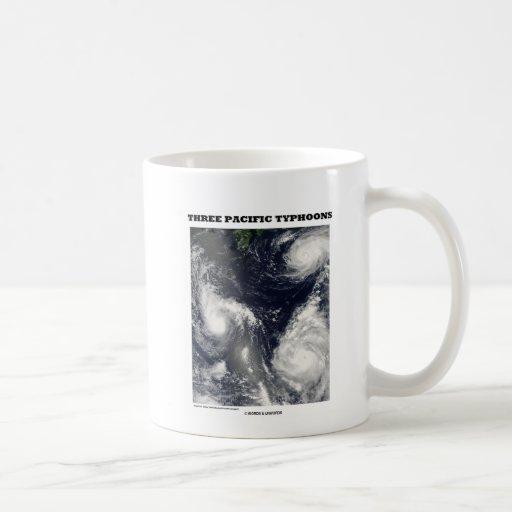 Tres tifones pacíficos (imagen por satélite) taza de café
