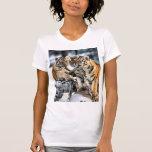 Tres tigre Cubs en regalos del arte de la nieve Camisetas