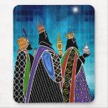 Tres unos de los reyes magos que llevan los regalo alfombrilla de ratones