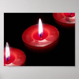 Tres velas rojas póster