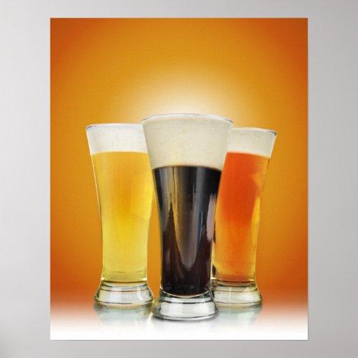 Tres vidrios de cerveza del alcohol póster