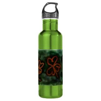 Tres y botella de agua del trébol de la