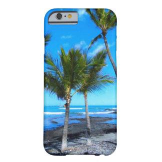 Tress de la palma en un cielo azul hawaiano funda barely there iPhone 6