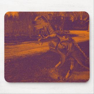 trex del dinosaurio del metal en un parque alfombrilla de ratón