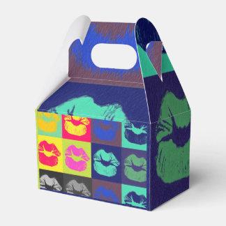 Tri colores de los labios descarados cajas para detalles de boda