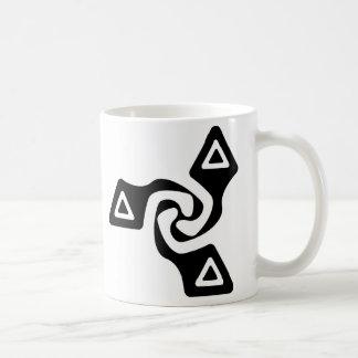 Tri flechas básicas (negro) taza clásica